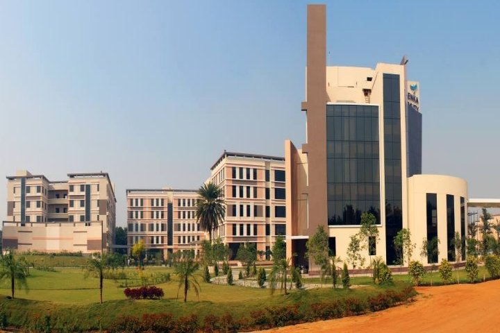 https://cache.careers360.mobi/media/colleges/social-media/media-gallery/17607/2018/12/5/Campus View of GD Goenka School of Management Gurgaon_Campus-View.jpg