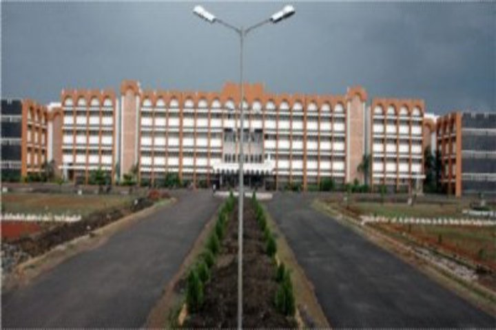 https://cache.careers360.mobi/media/colleges/social-media/media-gallery/17650/2018/9/18/College Building of Haralaiah Polytechnic Bhalki_Campus-View.jpg