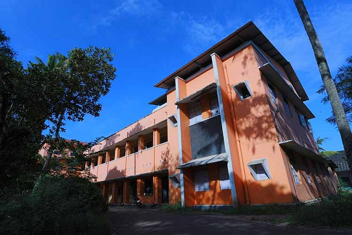https://cache.careers360.mobi/media/colleges/social-media/media-gallery/17656/2019/3/28/OLD Block of Government Polytechnic College Cherthala_Campus-View.jpg