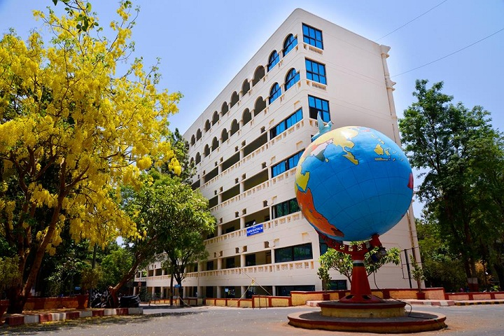 https://cache.careers360.mobi/media/colleges/social-media/media-gallery/17681/2018/9/12/Campus View of MAEER s MIT Polytechnic Pune_Campus-View.jpg