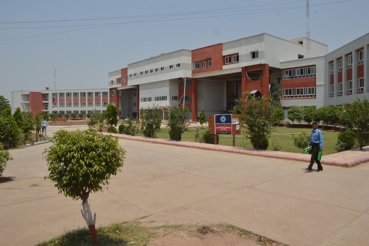 https://cache.careers360.mobi/media/colleges/social-media/media-gallery/1776/2019/3/15/Campus view of The Vits Polytechnic Satna_Campus-View.jpg