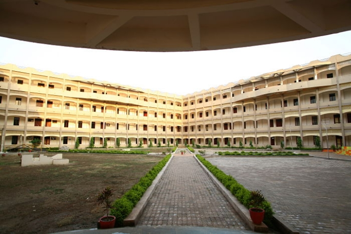 https://cache.careers360.mobi/media/colleges/social-media/media-gallery/17792/2018/12/6/Campus View of GD Rungta College of Science and Technology Bhilai_Campus-View.jpg