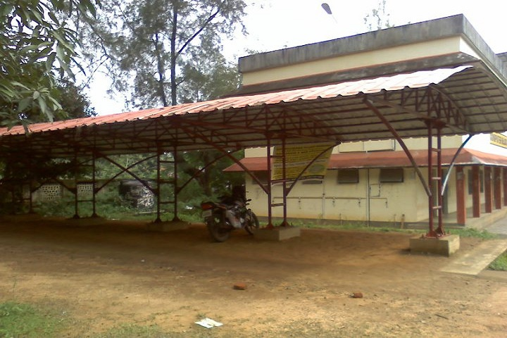 https://cache.careers360.mobi/media/colleges/social-media/media-gallery/17923/2019/3/27/Parking Area of Government Polytechnic College Perumbavoor_Others.jpg