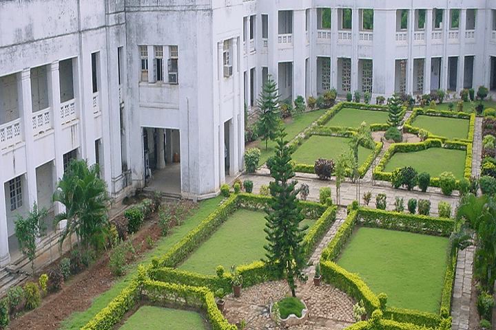 https://cache.careers360.mobi/media/colleges/social-media/media-gallery/17927/2019/3/5/Campus View of Government Polytechnic College Coimbatore_Campus-View.png