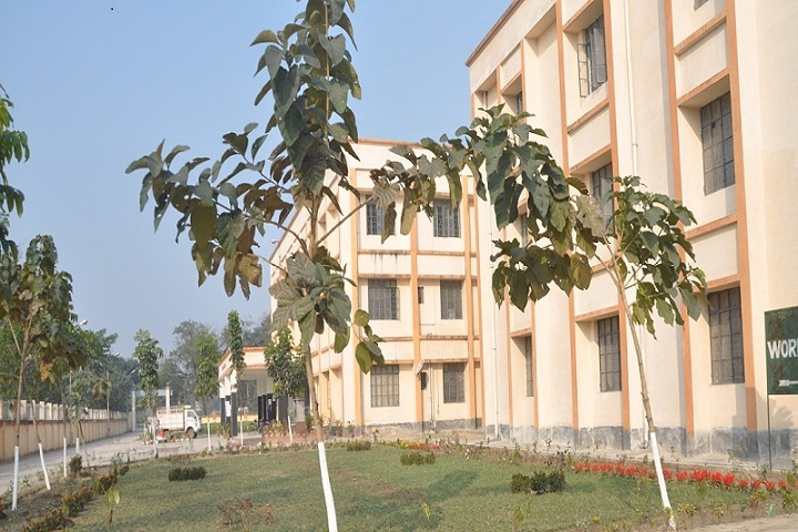 https://cache.careers360.mobi/media/colleges/social-media/media-gallery/17948/2019/3/2/Campus view of Government Polytechnic Katihar_Campus-view.JPG