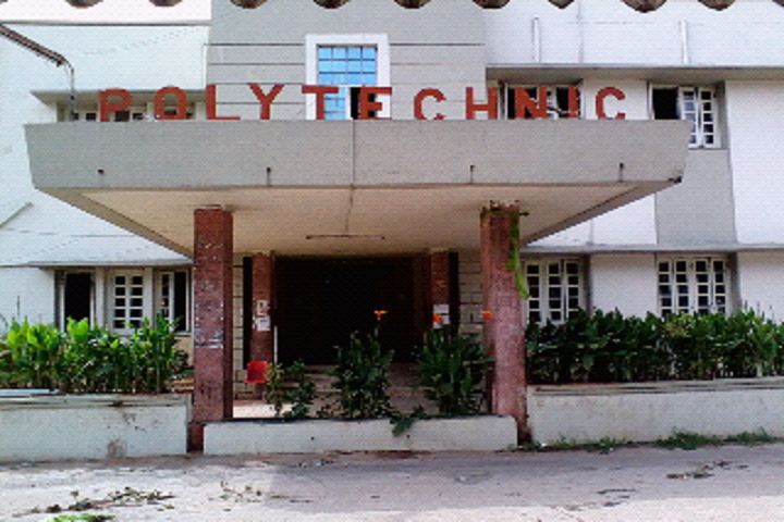 https://cache.careers360.mobi/media/colleges/social-media/media-gallery/17958/2018/9/12/Campus i viewGovernment Polytechnic Hyderabad_Campus-view.png