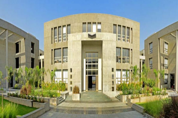 https://cache.careers360.mobi/media/colleges/social-media/media-gallery/1798/2019/6/24/College Campus View of PP Savani University Surat_Campus-View.png