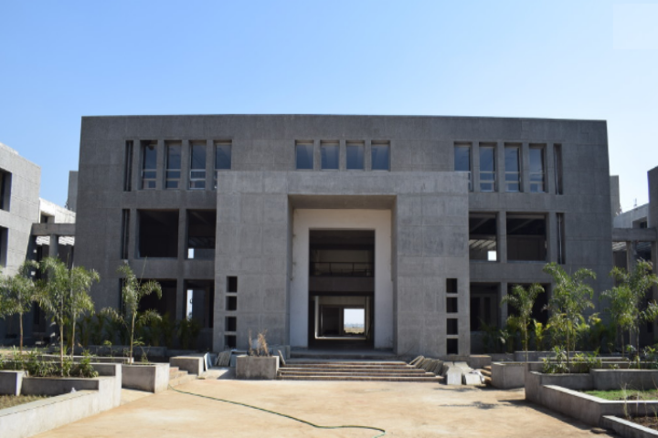 https://cache.careers360.mobi/media/colleges/social-media/media-gallery/1798/2019/6/24/Main Campus View of PP Savani University Surat_Campus-View.png