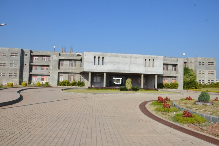 https://cache.careers360.mobi/media/colleges/social-media/media-gallery/18014/2018/10/2/Campus view of Karmayogi Polytechnic College Pandharpur_Campus-View.jpg
