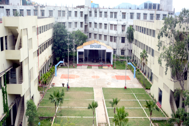 https://cache.careers360.mobi/media/colleges/social-media/media-gallery/18274/2018/12/19/Campus View of Kakaraparti Bhavanarayana College Kothapeta_Campus-View.jpg