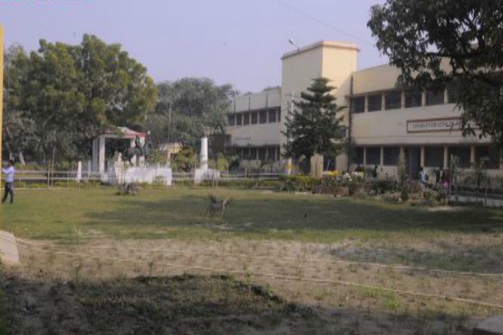 https://cache.careers360.mobi/media/colleges/social-media/media-gallery/18468/2018/12/8/Campus View of Raj Narain College Hajipur_Campus-View.png