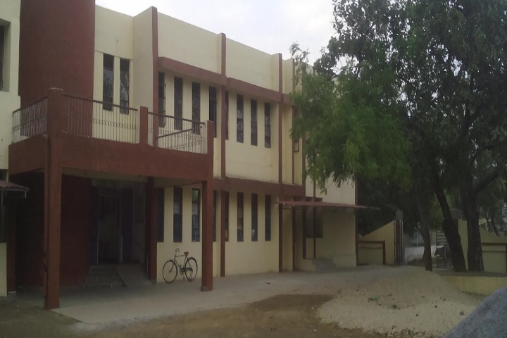 https://cache.careers360.mobi/media/colleges/social-media/media-gallery/18680/2018/11/2/Campus View of Government Jajalyadev Naveen Girls College Janjgir_Campus-view.jpg