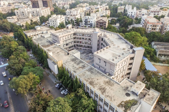 https://cache.careers360.mobi/media/colleges/social-media/media-gallery/18687/2018/8/16/Jawaharlal-Nehru-Architecture-and-Fine-Arts-University-School-of-Planning-and-Architecture-Hyderabad_Campus-view.jpg