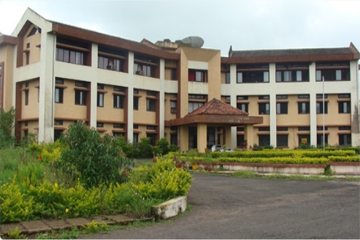 https://cache.careers360.mobi/media/colleges/social-media/media-gallery/18749/2019/5/13/Campus View of Sant Sohirobanath Ambiye Government College of Arts and Commerce Pernem_Campus-View.jpg