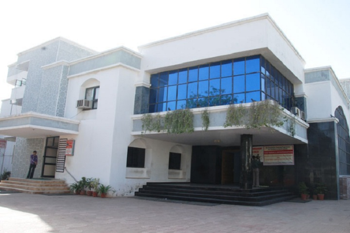 https://cache.careers360.mobi/media/colleges/social-media/media-gallery/18774/2019/1/2/Campus View of Ahmedabad Physiotherapy College Ahmedabad_Campus-View.jpg