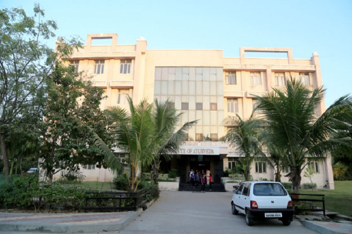 https://cache.careers360.mobi/media/colleges/social-media/media-gallery/18775/2019/1/4/Campus View of Parul Institute of Ayurved Vadodara_Campus-View.jpg