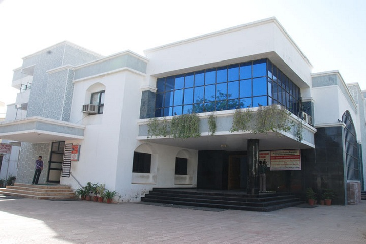 https://cache.careers360.mobi/media/colleges/social-media/media-gallery/18785/2018/10/30/Campus View of Parul Institute of Applied Sciences and Research Ahmedabad_College View.jpg