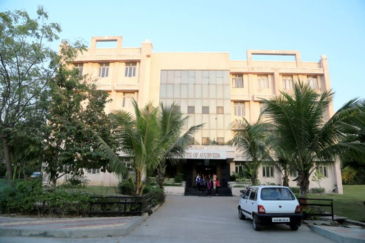 https://cache.careers360.mobi/media/colleges/social-media/media-gallery/18788/2019/1/4/Campus View of Parul Institute of Vocational Education, Vadodara_Campus-View.jpg
