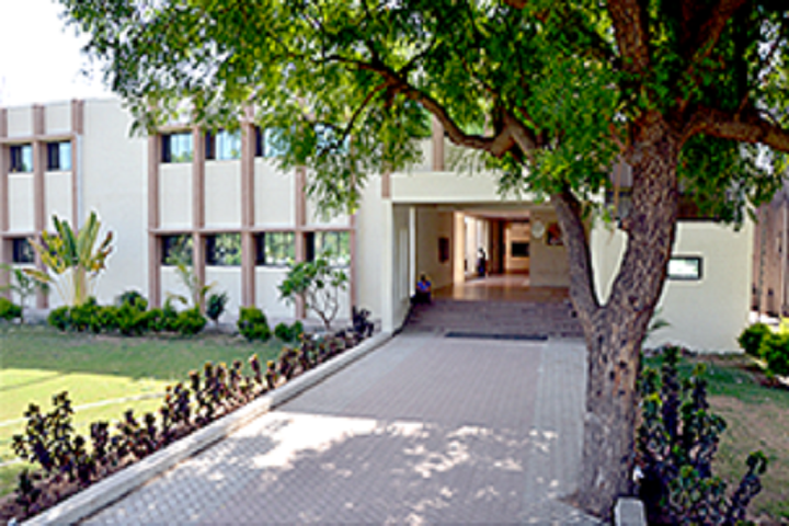https://cache.careers360.mobi/media/colleges/social-media/media-gallery/18925/2019/5/16/Campus View of Sardar Patel College of Administration and Management Anand_Campus-View.png