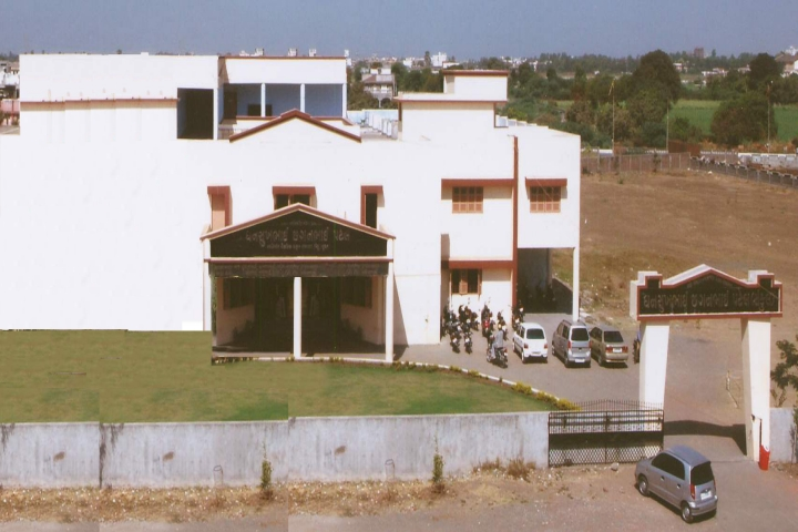 https://cache.careers360.mobi/media/colleges/social-media/media-gallery/18972/2018/11/28/Campus View of Jamanaben Narottambhai Motiram Patel Science College Surat_Campus-View.jpg
