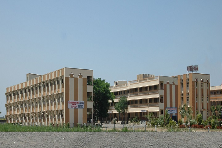 https://cache.careers360.mobi/media/colleges/social-media/media-gallery/18976/2019/5/29/Campus view of Vidyabharti Trust College of BBA and BCA Surat_Campus-View.jpg