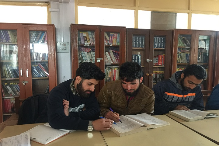 https://cache.careers360.mobi/media/colleges/social-media/media-gallery/19096/2019/4/15/Library of CASET College of Computer Science and Engineering Srinagar_Library.JPG