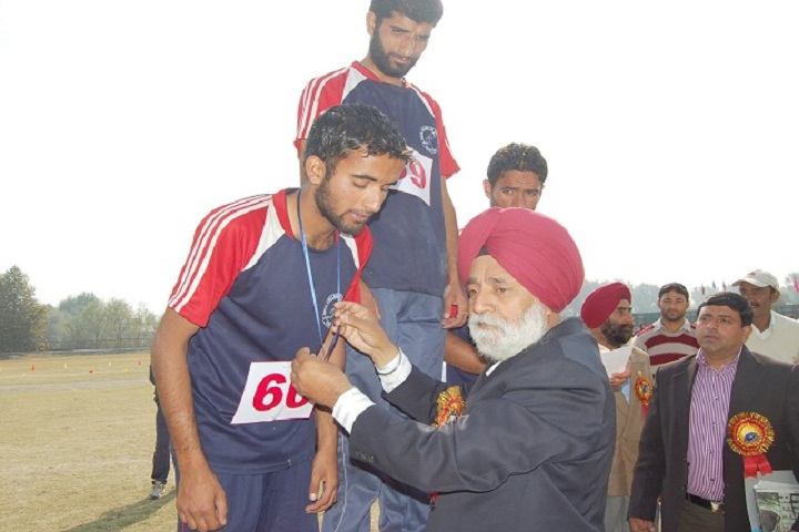 https://cache.careers360.mobi/media/colleges/social-media/media-gallery/19098/2019/4/19/Sports Winner of Government College of Physical Education Ganderbal_Sports.jpg