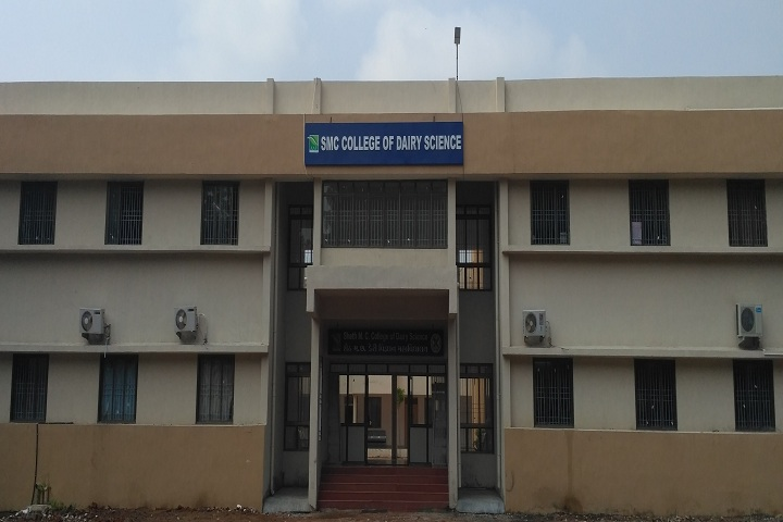 https://cache.careers360.mobi/media/colleges/social-media/media-gallery/19203/2019/1/7/Campus View of Sheth MC Polytechnic in Agriculture Anand_Campus-View.jpg