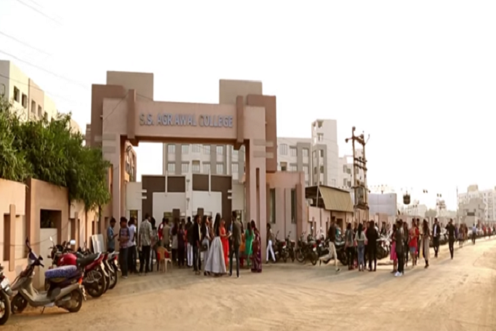 https://cache.careers360.mobi/media/colleges/social-media/media-gallery/19215/2019/1/21/Campus view of SS Agrawal Colleges Navsari_Campus-view.png