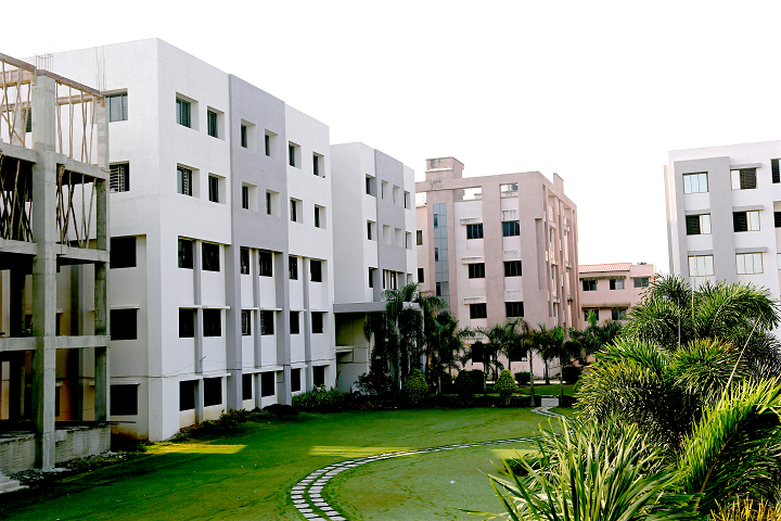 https://cache.careers360.mobi/media/colleges/social-media/media-gallery/19215/2020/7/8/Campus view of SS Agrawal College of Nursing Training College and Research Centre Navsari_Campus-view.png