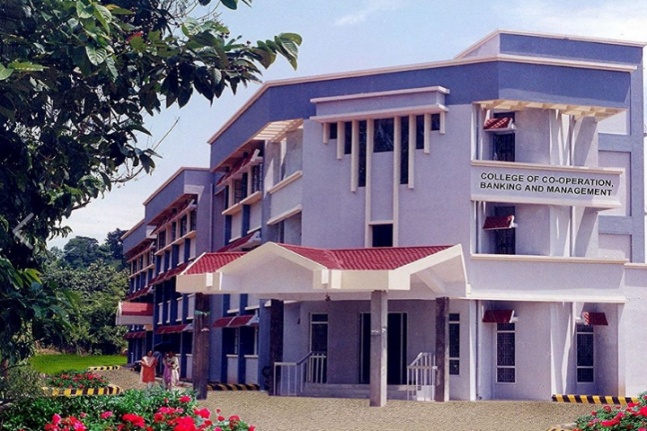 https://cache.careers360.mobi/media/colleges/social-media/media-gallery/19225/2020/10/16/Campus View of College of Co Operation Banking and Management Vellanikkara_Campus-View.png