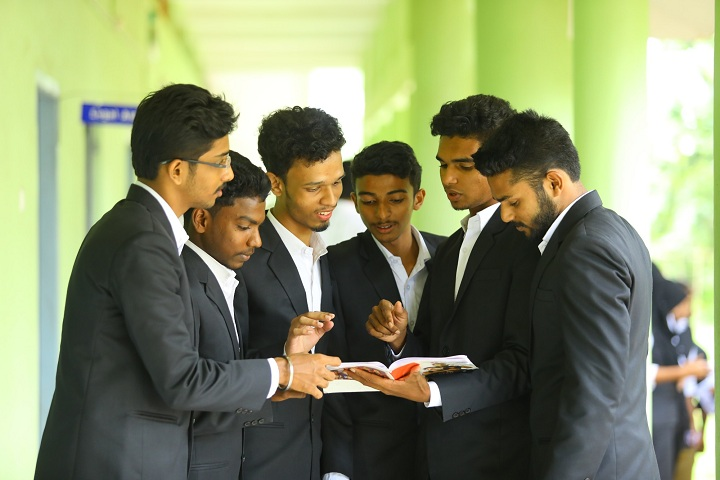 https://cache.careers360.mobi/media/colleges/social-media/media-gallery/19239/2018/12/3/Group Discussion of MCT College of Legal Studies Malappuram_Others.jpg