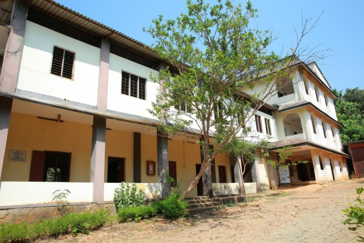 https://cache.careers360.mobi/media/colleges/social-media/media-gallery/19242/2020/1/24/Campus View imagess of Anvarul Islam Womens Arabic College Malappuram_Campus-View.jpg