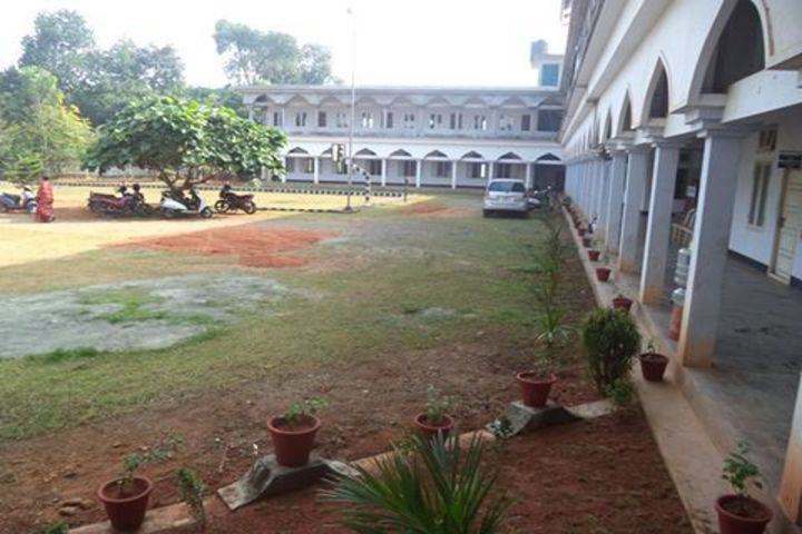 https://cache.careers360.mobi/media/colleges/social-media/media-gallery/19303/2018/10/10/Building View  of National College for Teacher Education Perumbavoor_Campus-View.jpg