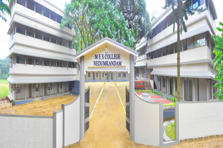https://cache.careers360.mobi/media/colleges/social-media/media-gallery/19324/2018/11/12/Campus View of MES College Nedumkandam_Campus-View.jpg