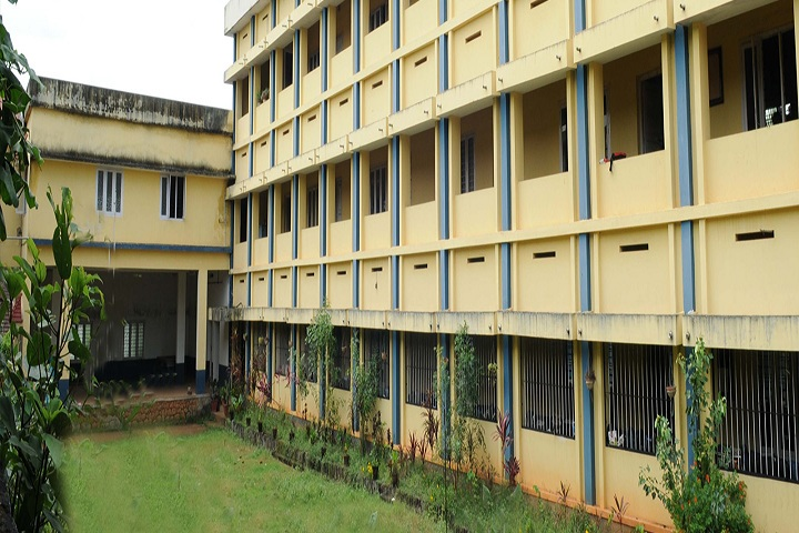 https://cache.careers360.mobi/media/colleges/social-media/media-gallery/19386/2018/10/22/Campus View of NSS Teacher Training College Ottapalam_Campus-View.jpg