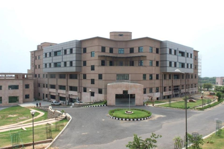 https://cache.careers360.mobi/media/colleges/social-media/media-gallery/1941/2018/8/24/Regional-Centre-for-Biotechnology-Faridabad_Campus-View.jpg