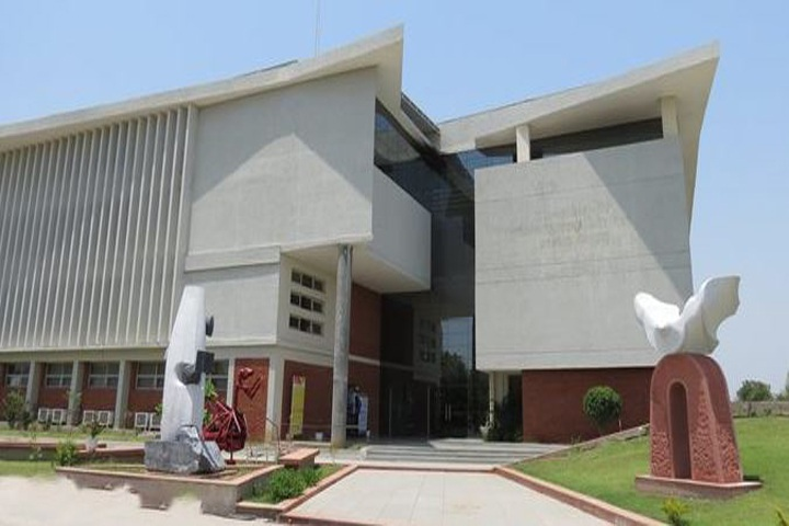 https://cache.careers360.mobi/media/colleges/social-media/media-gallery/1948/2019/5/27/Campus View of ITM School of Architecture Art and Design Vadodara_Campus-View.jpg