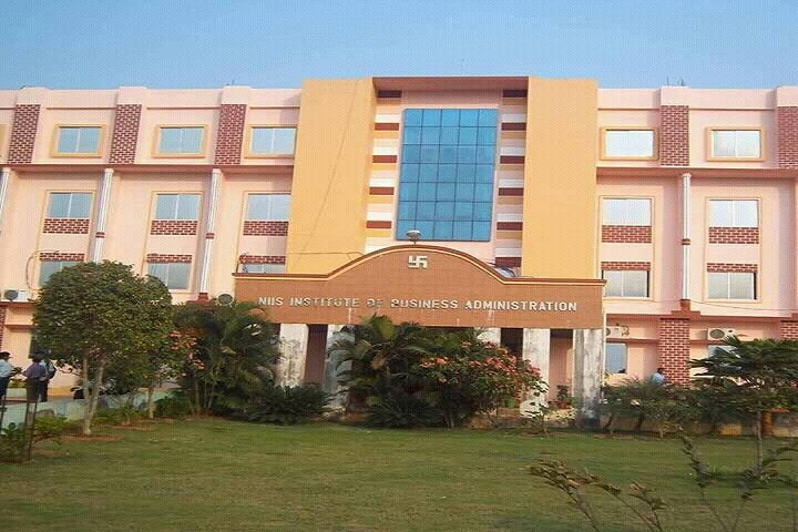https://cache.careers360.mobi/media/colleges/social-media/media-gallery/19547/2020/10/23/Campus View of NIIS Institute of Information Science and Management Bhubaneswar_Campus-View.jpg