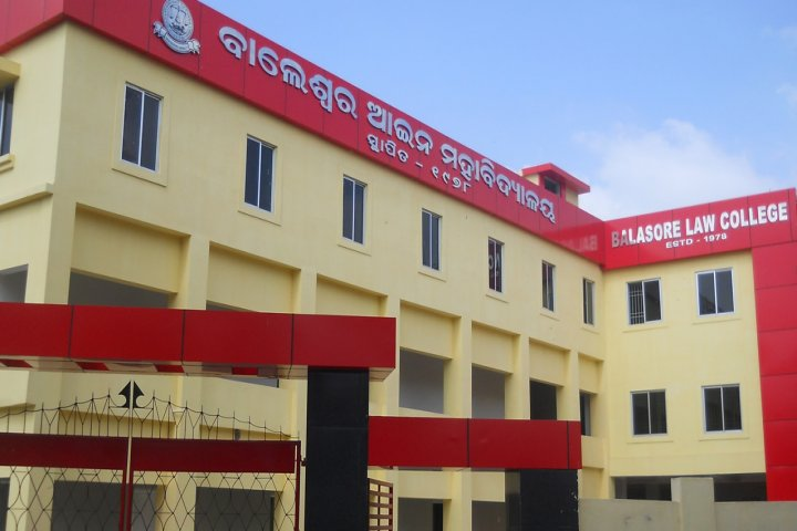 https://cache.careers360.mobi/media/colleges/social-media/media-gallery/19555/2018/12/3/College Adminitrative Building View of Balasore Law College Balasore_Campus View.jpg