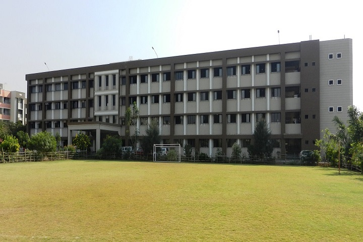 https://cache.careers360.mobi/media/colleges/social-media/media-gallery/1958/2018/10/8/Campus of St John College of Engineering and Management_Campus-View.jpg