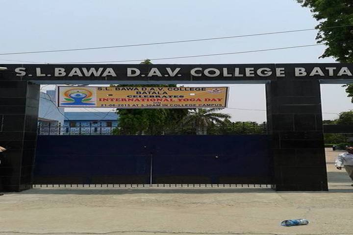 https://cache.careers360.mobi/media/colleges/social-media/media-gallery/19633/2018/12/21/Entrance Of SL Bawa DAV College Batala_Campus View.jpg