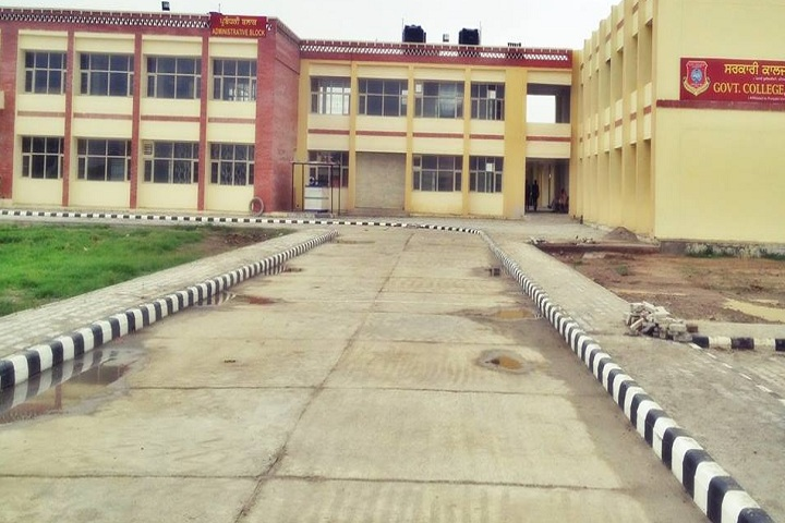 https://cache.careers360.mobi/media/colleges/social-media/media-gallery/19688/2019/4/19/Campus View of Government College Amargarh_Campus-View.jpg