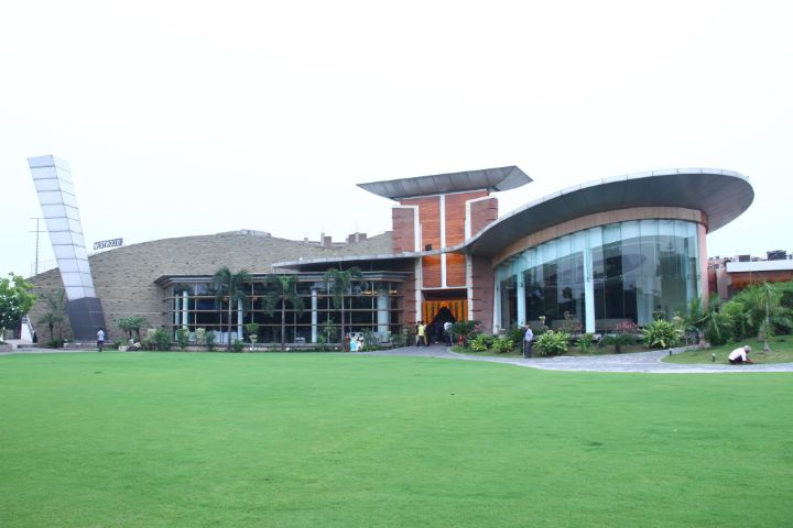 https://cache.careers360.mobi/media/colleges/social-media/media-gallery/19746/2018/12/29/Campus View of Westwood Institute of Hotel Management Zirakpur_Campus-View.jpg