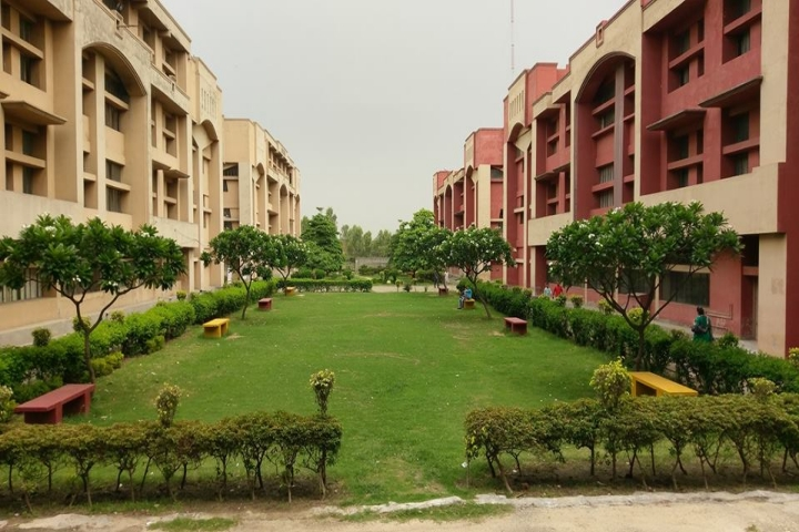 https://cache.careers360.mobi/media/colleges/social-media/media-gallery/19752/2020/10/5/Campus Inside View of KC School of Management and Computer Application Nawanshahr_Campus-View.jpg