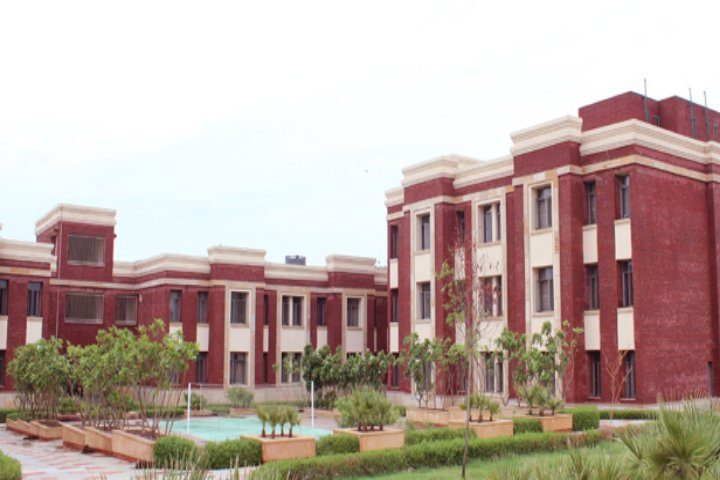 https://cache.careers360.mobi/media/colleges/social-media/media-gallery/19836/2018/12/20/Campus View Of Amity School of Engineering and Technology Gwalior_Campus View.jpg