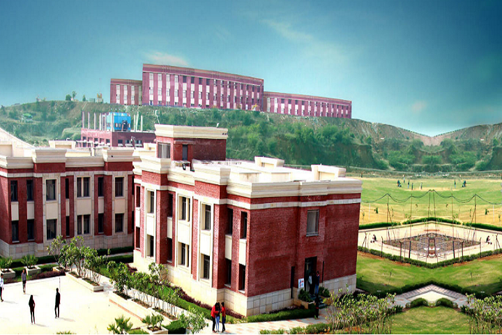 https://cache.careers360.mobi/media/colleges/social-media/media-gallery/19837/2020/10/7/Campus View of Amity Business School Gwalior_Campus-View.png