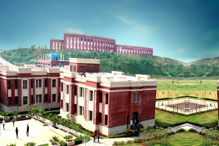 https://cache.careers360.mobi/media/colleges/social-media/media-gallery/19842/2018/12/31/Campus View Of Amity School of Fashion Technology Gwalior_Campus-View.jpg