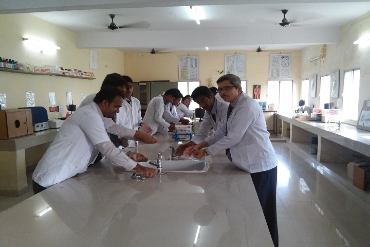 https://cache.careers360.mobi/media/colleges/social-media/media-gallery/19855/2019/3/29/Laboratory of Lakshmi Narain College of Pharmacy Indore_Laboratory.jpg