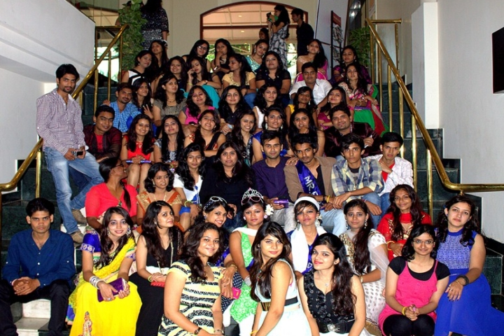 https://cache.careers360.mobi/media/colleges/social-media/media-gallery/19998/2019/1/1/Group Photo Of GRAFFITI Institute of Fashion Technology Indore_Others.jpg